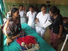 子ども病院の回診に同行