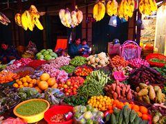 カラフルな野菜市場