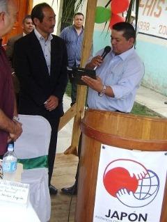 トロヘス市長より加來大使へ記念品授与