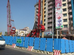 シュエゴンダイン交差点の高架橋工事