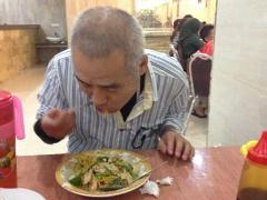 マカッサル空港から宿泊先に向かう途中で初めてのインドネシア料理に挑戦