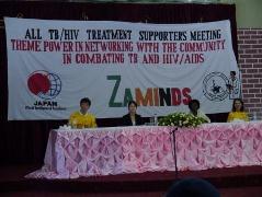 在ザンビア日本国大使館より堀田専門調査員(左から2人目)、ルサカ市保健局よりムレヤ医師(右から2人目)が出席、スピーチを下さいました