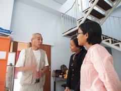 地元の大学生を相手にインドネシア語会話に挑戦です。