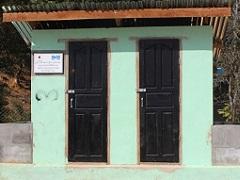 学校に建設した共用トイレ