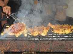 炭火で焼く鶏はジューシーで美味しかったです