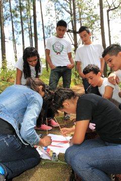 青少年研修の一環の野外活動