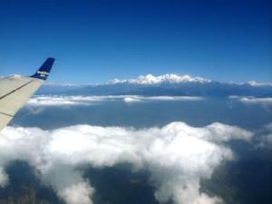 事業地バイラワへ向かう飛行機からのヒマラヤ