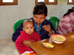 栄養満点の給食は入院中の子どもと家族の支えです