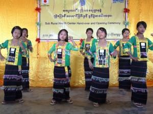 パラウン族の子どもたちによる踊り