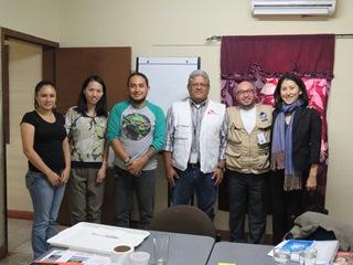当団体スタッフとMSFのスタッフ(左から3番目がMSFプログラムの現地コーディネーター)