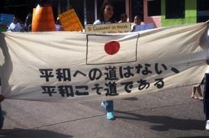 メンバーの希望で日本語の横断幕も作成された