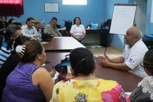 ダンリRC会長のバレラ医師が講師を務め、医療従事者に対する研修を開始した
