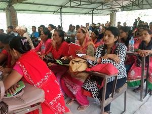 各村の代表たち。女性の政治参加を促すため、各村から選出される5名のうち少なくとも2名は女性を選ばなければならないことが定められている