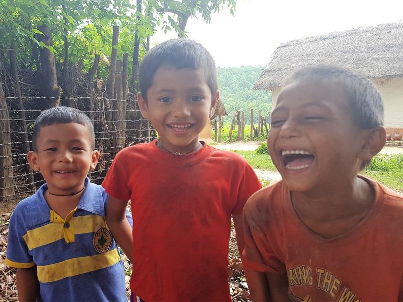 はじける笑顔の子どもたち