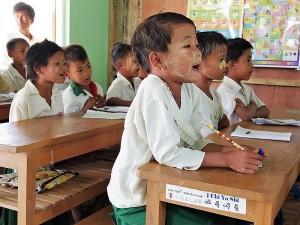 新校舎で九九を学ぶ2年生
