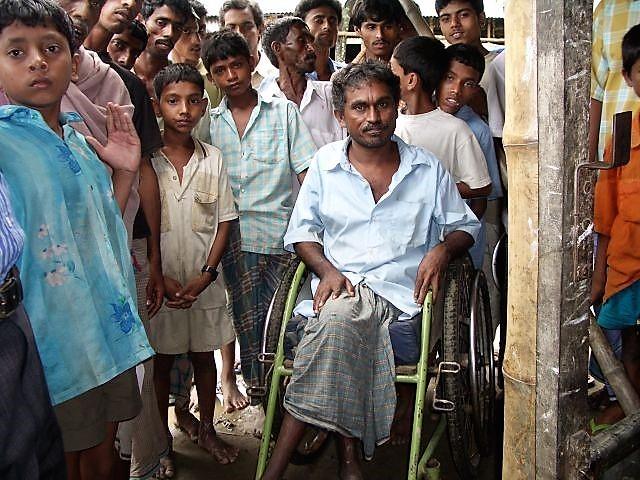 バングラデシュの地元NGOが手作りした車椅子。こうしたものの存在を知ってもらうのも、大切な活動の一つ