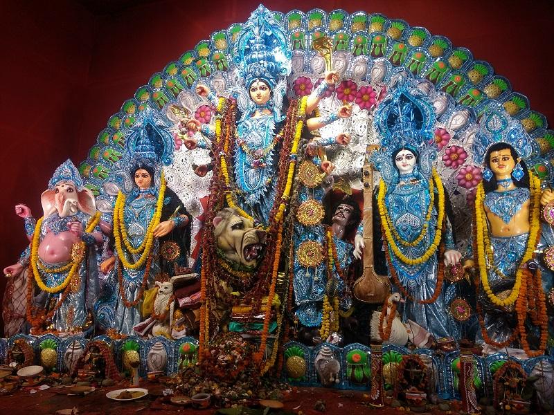 ドゥルガ・プージャで祀られる御神体。この時期コルカタ市内の約5,000ヶ所にこれが祀られます