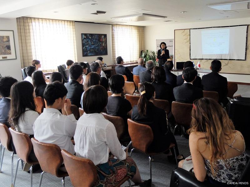 現地での活動を紹介するAMDA-MINDSホンジュラス事業統括の山田